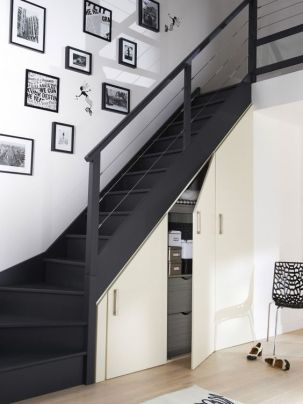 rangements salon sous escaliers