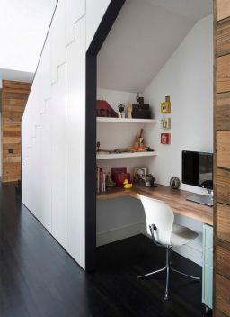 espace bureau sous escaliers
